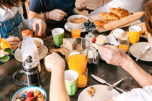 Intervallfasten - Morgens oder Abends? Das Frühstück mit der Familie.